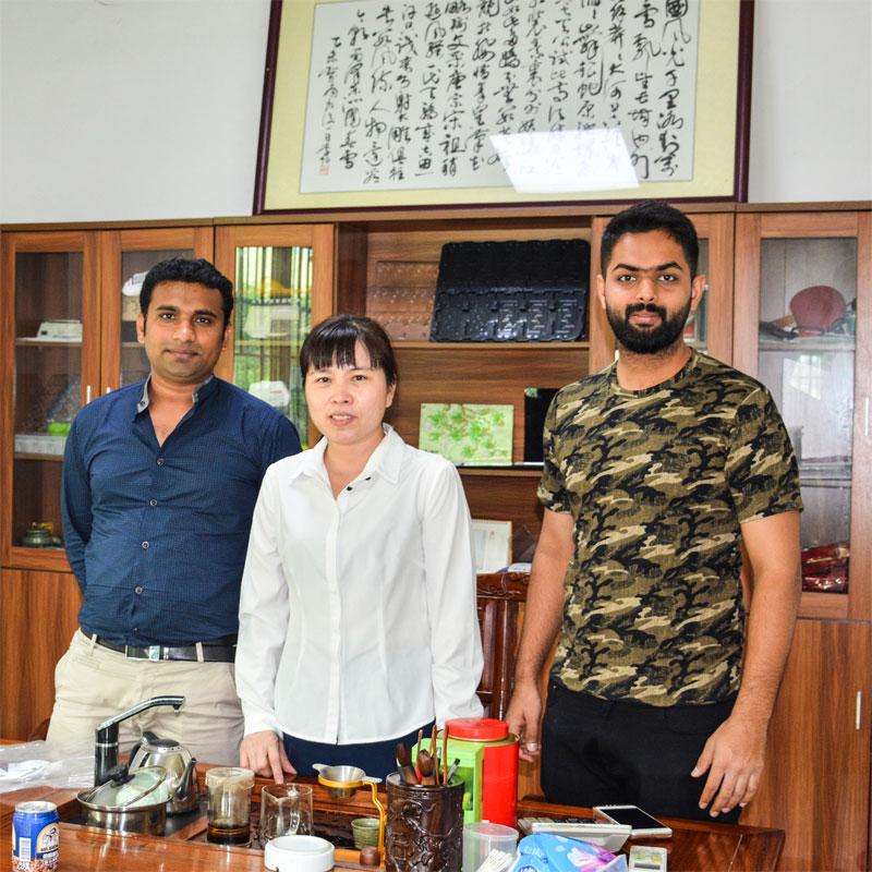 Zagraniczni klienci odwiedzają Sunyo