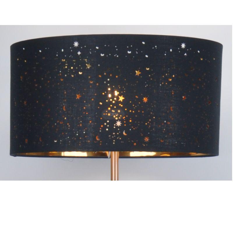 Lampa podłogowa z abażurem z lamówki z czarnego materiału