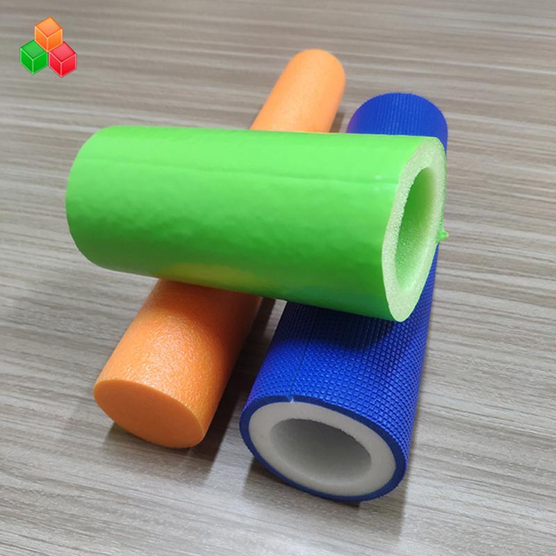 Niestandardowy kształt logo kolor super miękkie puste rurki z pianki PVC EVA EPE okrągła tuba z pianki do wyposażenia placów zabaw / opakowań