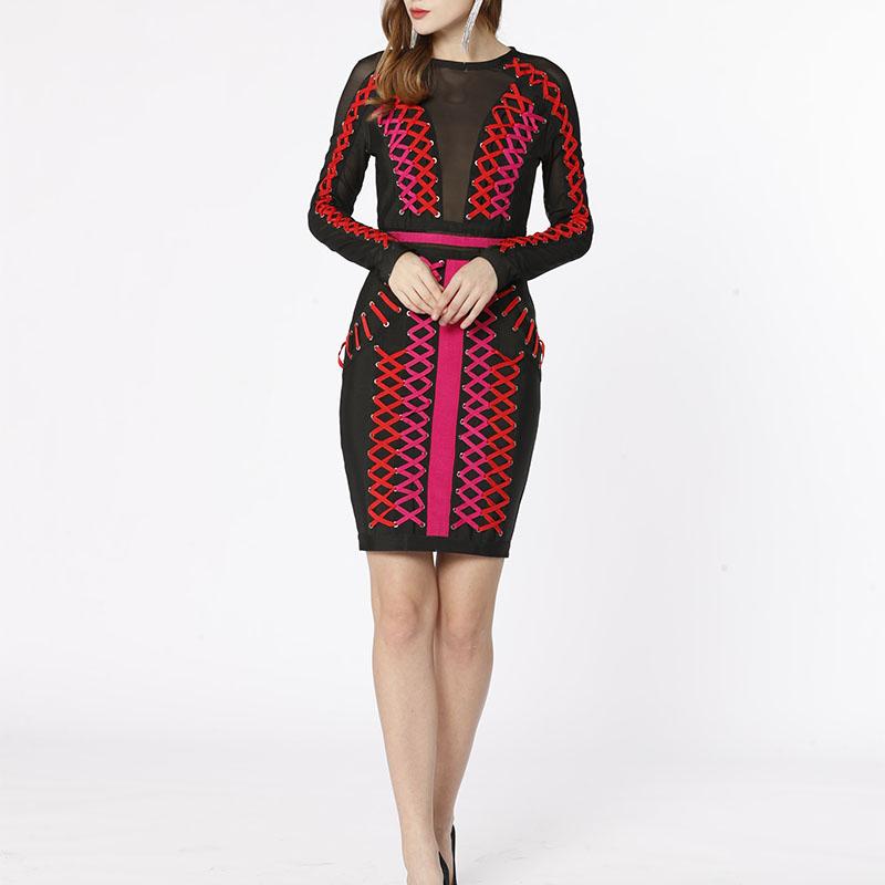 Fabryczna siatka OEM przepuszczalna ręcznie robiona z długim rękawem metalowa klamra kukurydziana seksowna sukienka z bandażem na imprezę