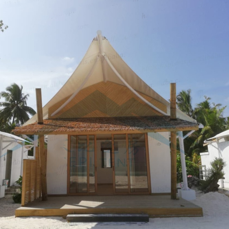 Malediwy nad morzem namioty hotelowe