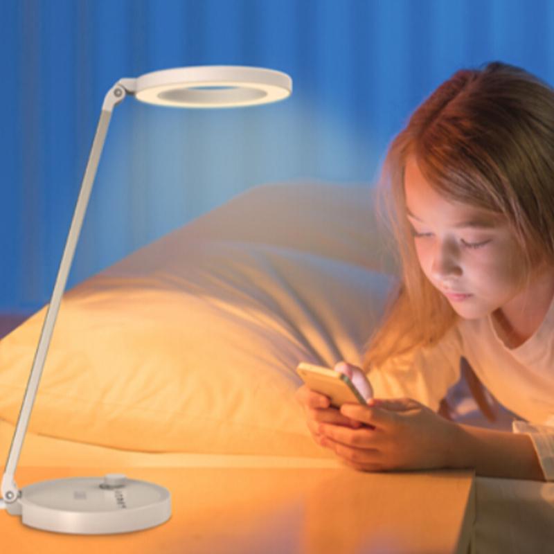"""[""""Jak wybrać lampę biurkową LED dla swoich dzieci?""""]"""